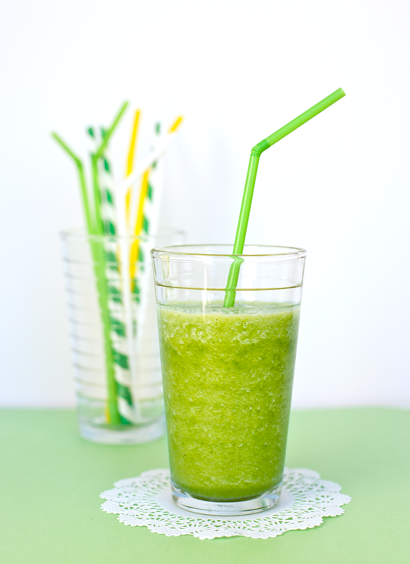 healthy green smoothie that you and your kids will love